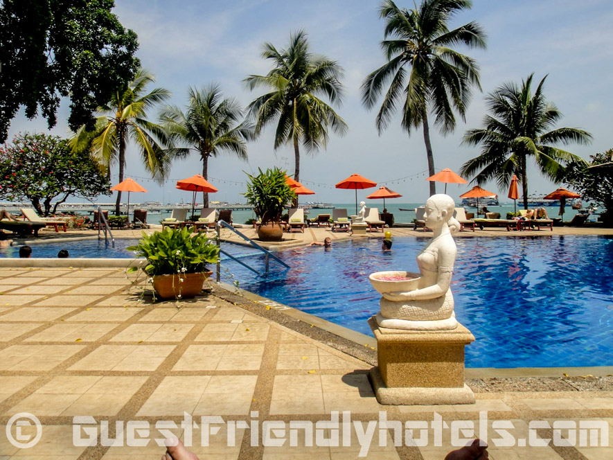 Another pool is found just across from walking street which faces the Pattaya Bay at the Siam Bayshore Resort