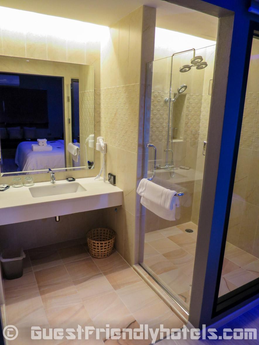 Bathroom with large glass enclosed walk-in shower inside Tweet Tweet Nest Pattaya Hotel Superior rooms