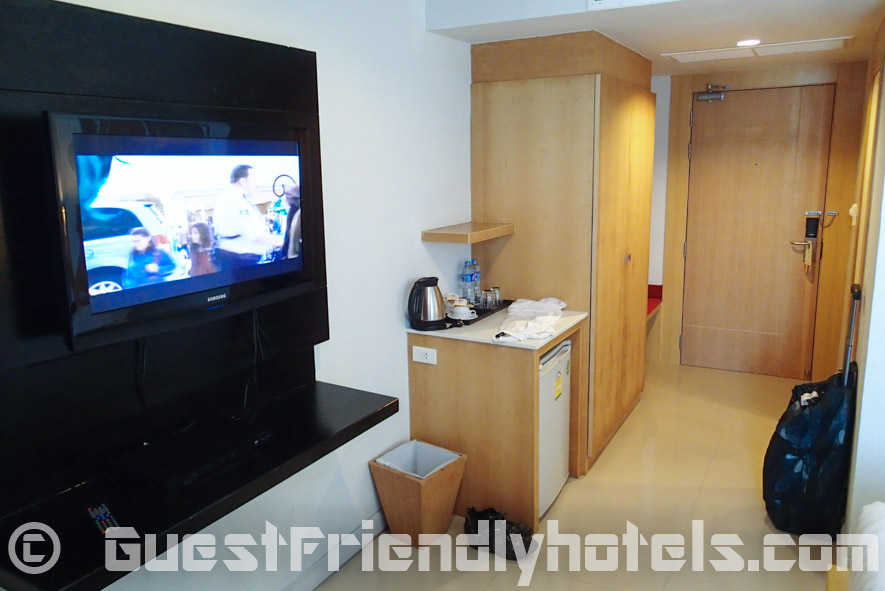 Classic room amenities include a Flatscreen TV, minibar and wardrobe in Aspery Hotel