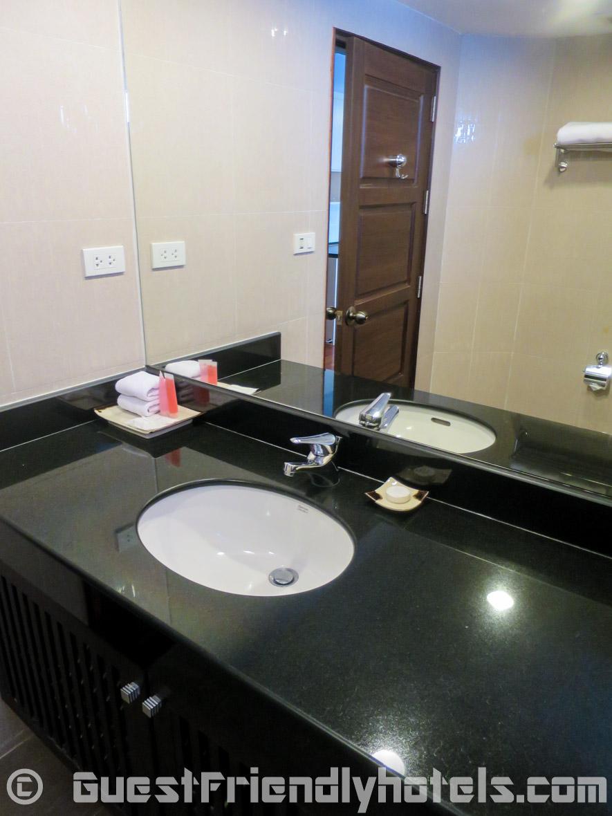 Look at the bathroom in SM Grande Residence Bangkok