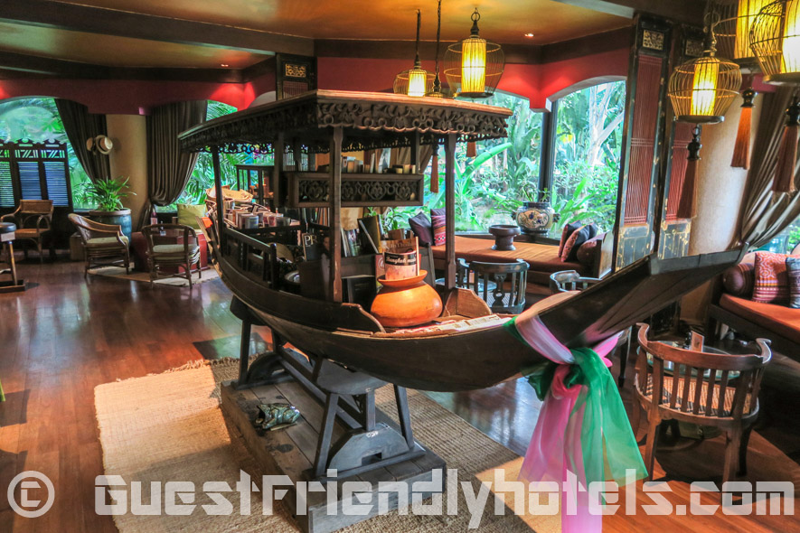 Lounge and bar area with a nice touch of Thai decor in Siam Bayshore Resort & Spa