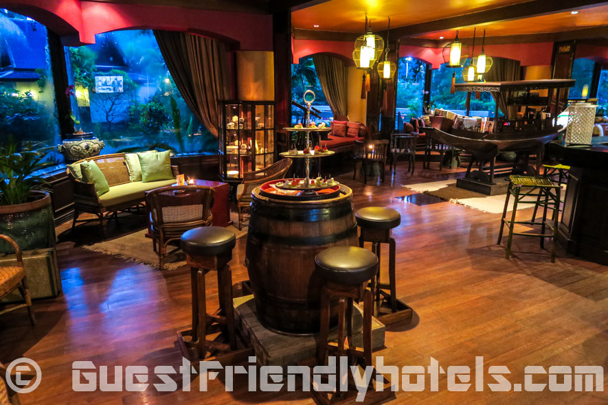 Lounge and bar area with a nice touch of Thai decor in Siam Bayshore Resort and Spa