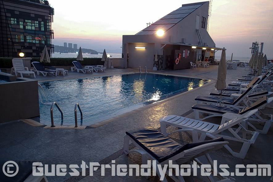 Rooftop pool offer a view of Pattaya Bay at Flipper Lodge