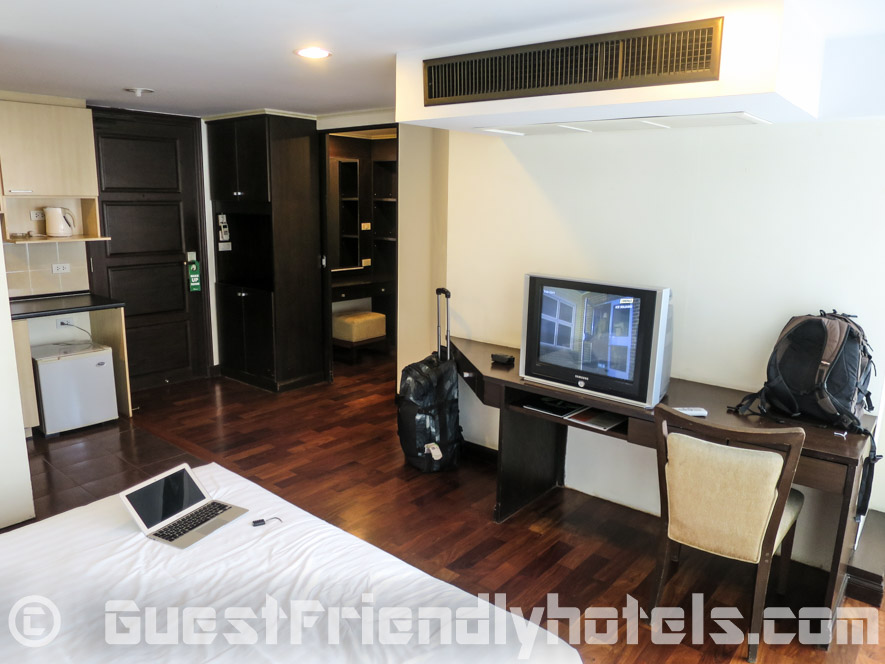 Room amenities in SM Grande Residence Bangkok