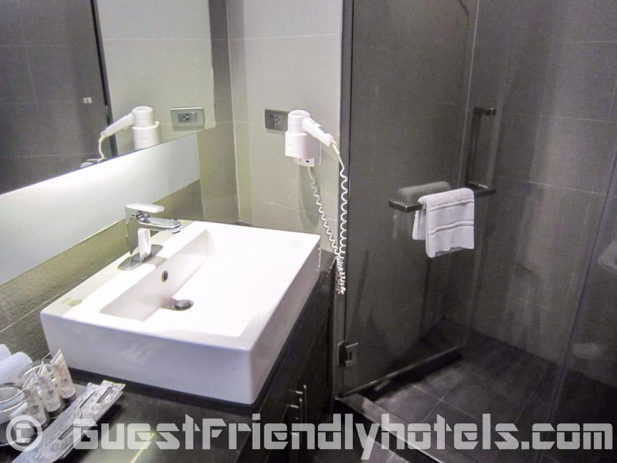 S Sukhumvit Suites Hotel bathrooms are very modern