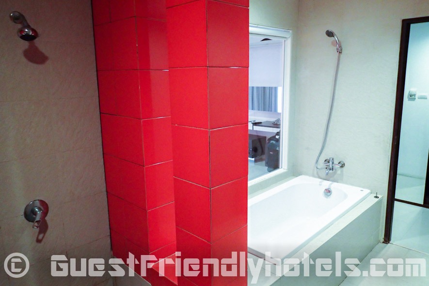 Seperate shower and tub in ther bathroom at Alfresco Phuket Hotel