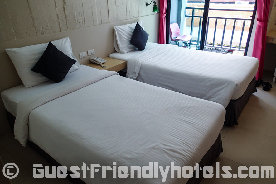 Stuck with twin beds arriving early in the morning not wanting to wait at Acca Patong