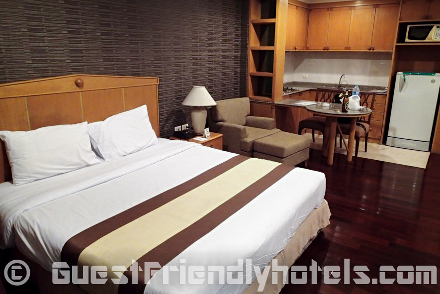 Superior Studio room bed and sofa at Admiral Suites Hotel
