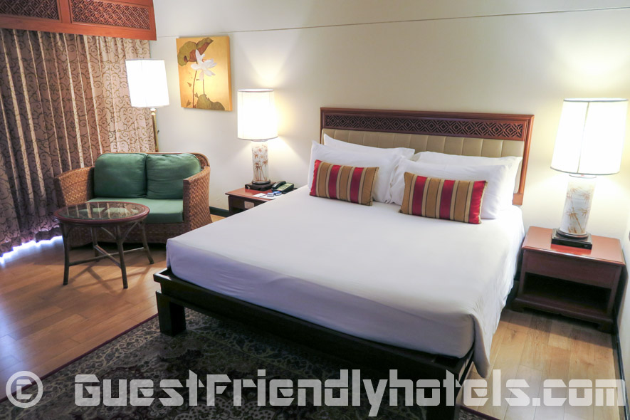 The Executive Deluxe room feature a small couch and coffee table next to the bed at the Siam Bayshore Resort