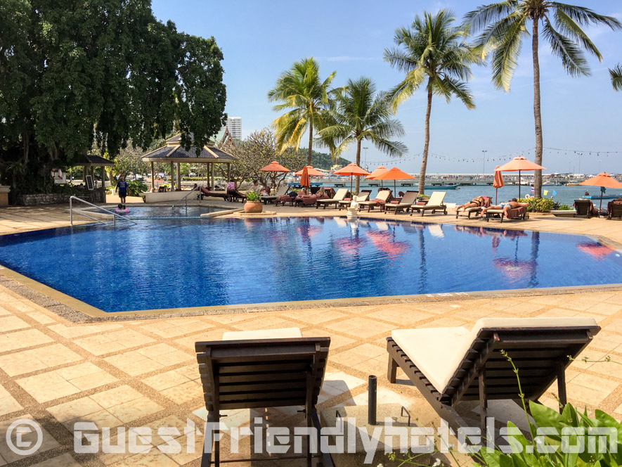 The Siam Bayshore Resort has another smaller pool at the Pattaya beachfront close to the Pier