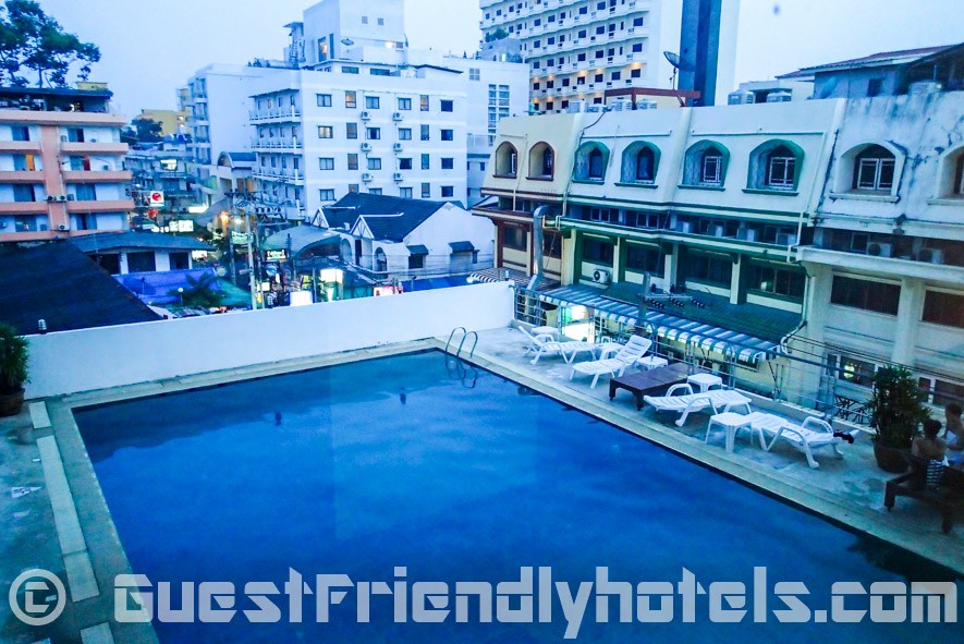 The exterior swimming pool overrlooking Soi 7 in Eastiny Seven Hotel