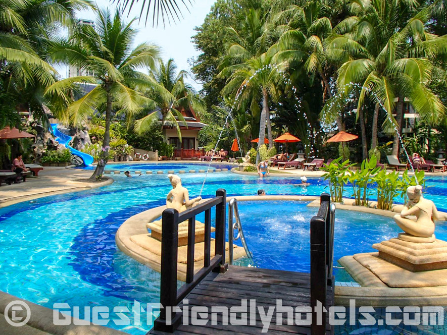 The jaccuzi area in the tropical garden pool at the back of the Siam Bayshore Resort and Spa