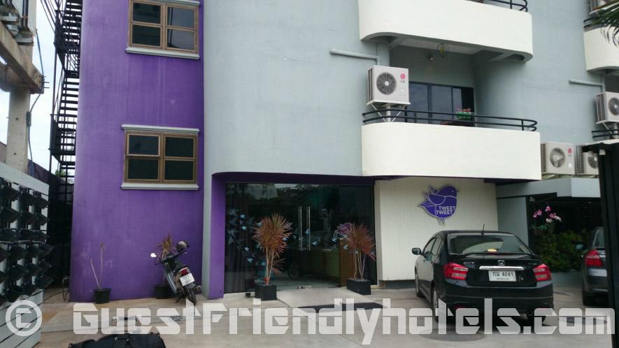 The Tweet Tweet Nest Hotel is located down an alleyway between Soi 7 and Soi 8 in Pattaya