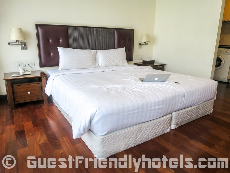 my big bed in SM Grande Residence Bangkok Deluxe room